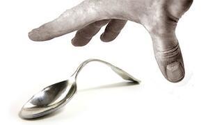 Spoon Bending Cucchiaio che si piega
